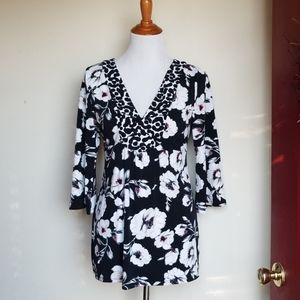 White house black market Vneck stretch tunic top